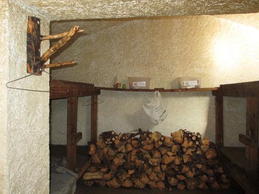 Réserve de bois et nouvelle patère