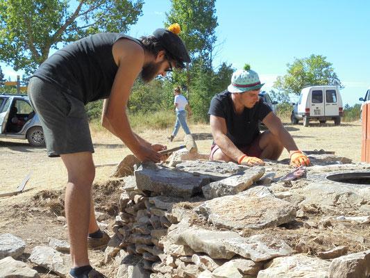 Théo et Léo à la pierre sèche