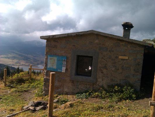 Cabane avec vue sur le lac de Puyvalador