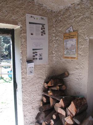 Panneau de présentation et réserve de bois