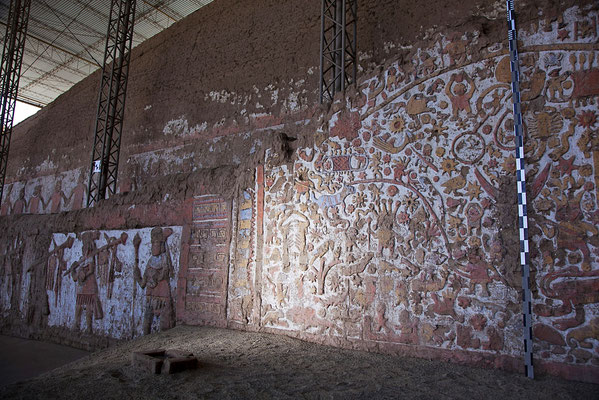 grandiose Wandfriese in der Mondpyramide, Trujillo