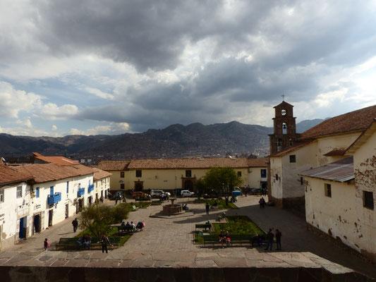 Die Plazoleta de San Blas ist nicht nur wunderschön, sondern auch deutlich ruhiger als die Plaza de Armas