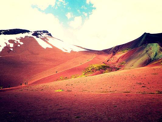 Schnee trifft roten Wüstensand