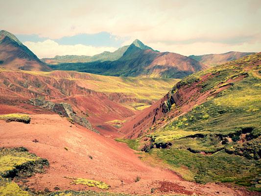 Und auch der Abstieg auf der anderen Seite birgt sagenhafte Landschaften
