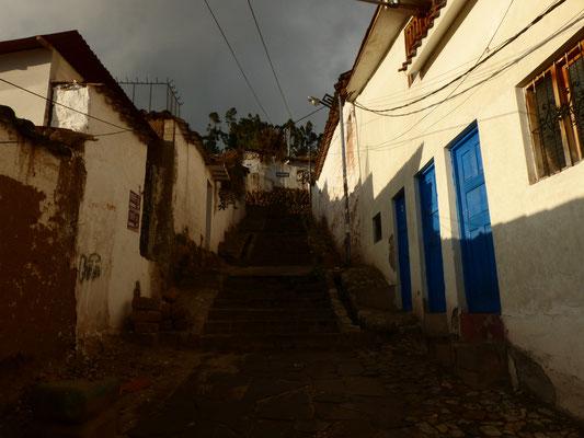 Auch wenn die Treppen in San Blas recht steil sind und der Aufstieg in ca. 3500m anstrengend ist, lohnt es sich die kleinen Gäßchen zu durchforsten