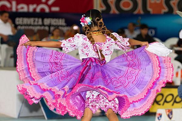 Tanzaufführung der Marinera Norteña