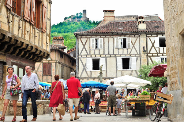 marché à st Céré, place du Mercadial