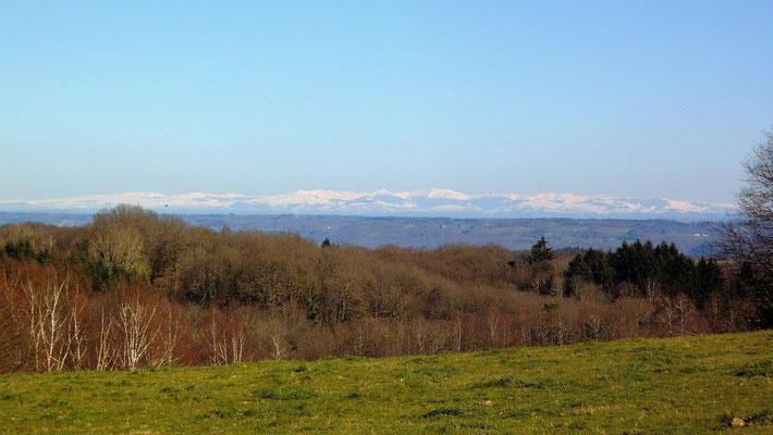 randonnée de Neuville, vue sur les monts du Cantal