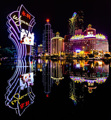 Photo of Macau at night from the casino Wynn pool