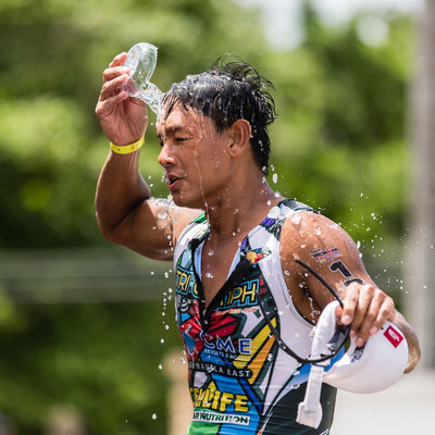 Photo of an athlete pouring water on his head