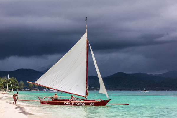 Photo of a sailing boat on the beach