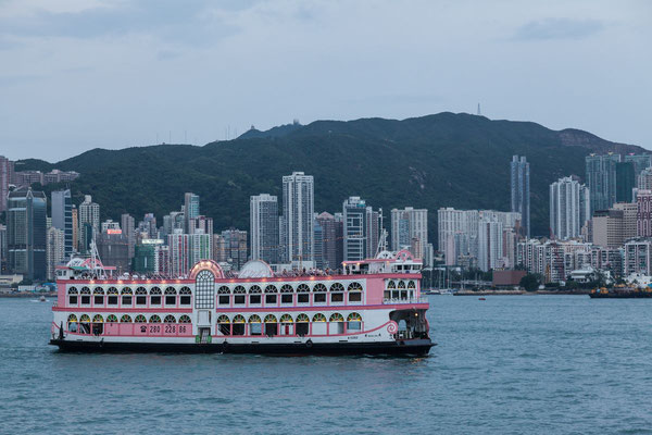 Picture of a pink old fashion boat in Hong Kong