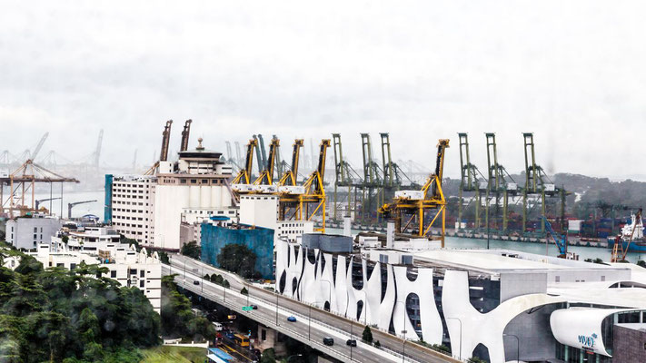 Picture of the Singapore sea port