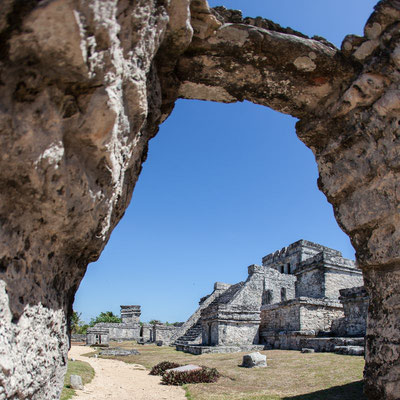 Photo of the Tulum pyramid in Mexico