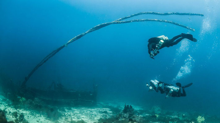 Underwater wreck photo