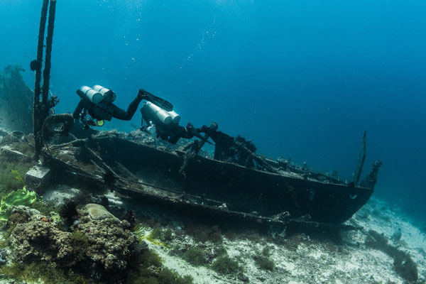 Exploring an underwater wreck photo