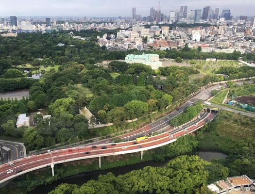 ホテルからみた首都高、迎賓館、新宿のビル群、模型みたい