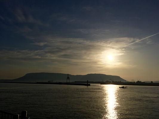 屋島から朝日が昇る