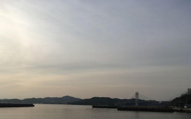 生名橋(手前)と弓削大橋(奥)