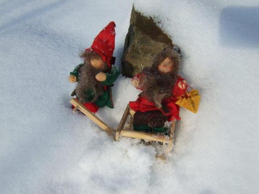 Wichtel Ehepaar im Schnee