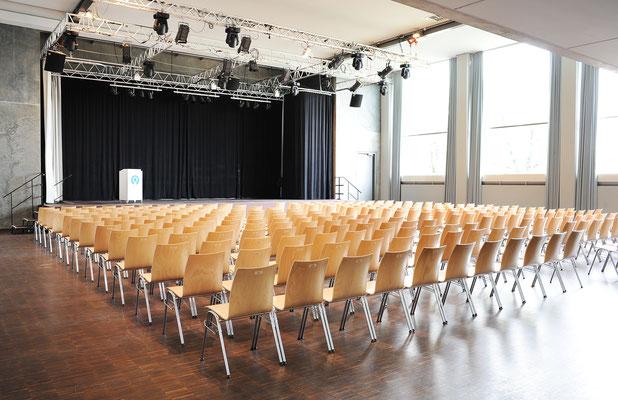 Kinobestuhlung mit max. 338 Plätzen