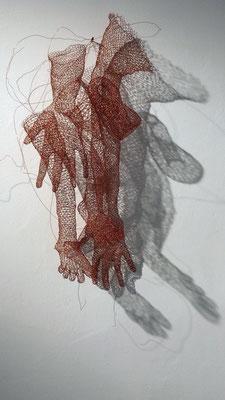 """""""Des pieds et des mains"""", cuivre, 2013-2015. Photo Jeanne Bidlot"""