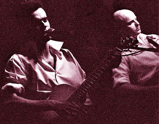 Chitarrista Miki Pannell con il gruppo Stressless Rockin' Band. Con Pablo Cuervas