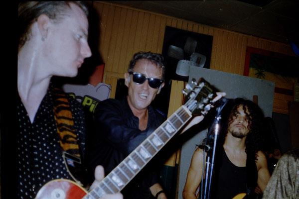 Blind Pig Blues Band tocando en directo en San Jose, Costa Rica, America Central con cantante Dave Scott y Miki Pannell a la guitarra