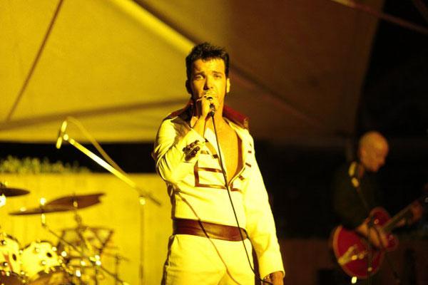 Aaron Memphis. Mejor homenaje a Elvis. Banda del músico y guitarrista Miki Pannell