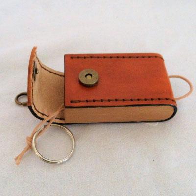 Schlüsselgürtelbox aus Holz und Leder, handgefertigt