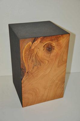 Urne aus Echtholzblock