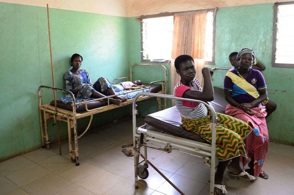 Die Innenausstattung der Sankt Joseph`s Clinik in Chamba - ein Krankenzimmer