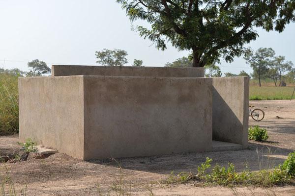 Die Toilettenanlage für Kindergarten und Primary-School