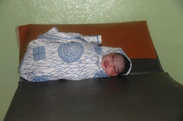 Ein neugeborens Baby