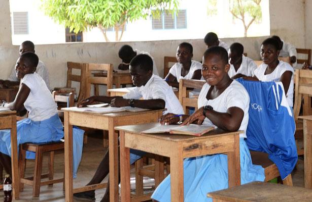 Schüler und Schülerinnen im Klasszimmer