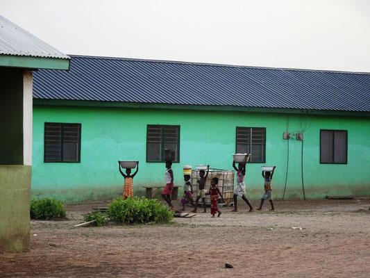 Eines der Schulgebäude