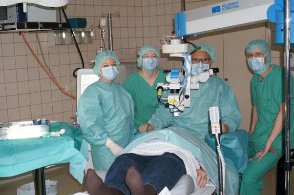 Das Op-Team; Dr Schwarz (2. von rechts), Werner (rechts)