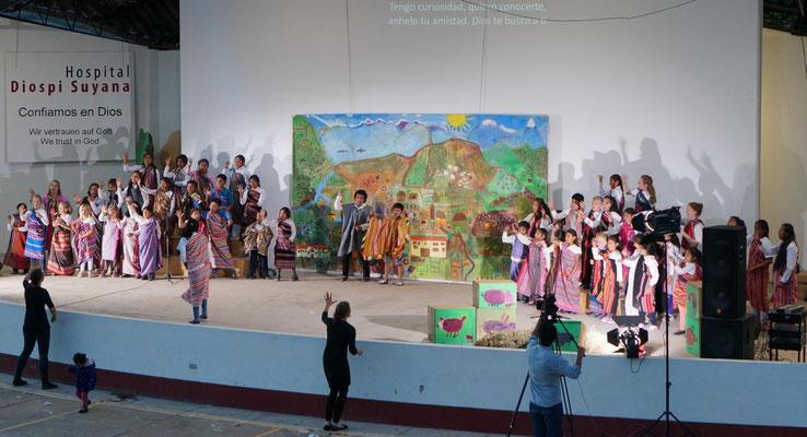 Kinderfest im Amphitheater des Krankenhauses mit tollem Verlorener-Sohn-Musical am Abend.