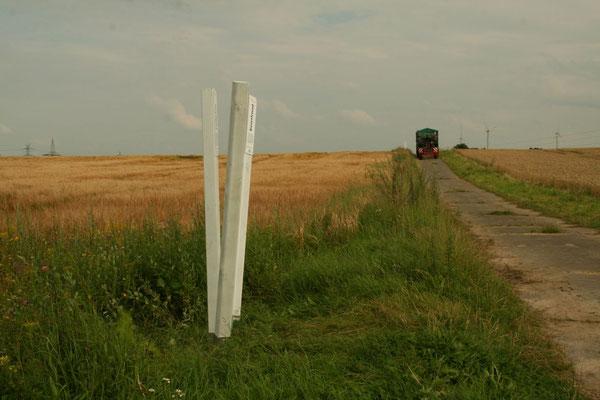Die F.R.A.N.Z.-Lockpfosten in der Feldmark weisen den Weg zu unseren Maßnahmen.