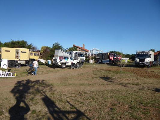 Camping Paraíso Suizo: Toyolein mit großen Brüdern