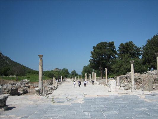 Hafenstraße in Ephesus (damals war das Meer noch näher)