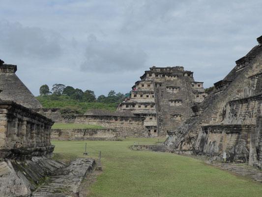 El Tajín, bedeutende Aztekenausgrabungsstätte (hier: die Nischenpyramide)