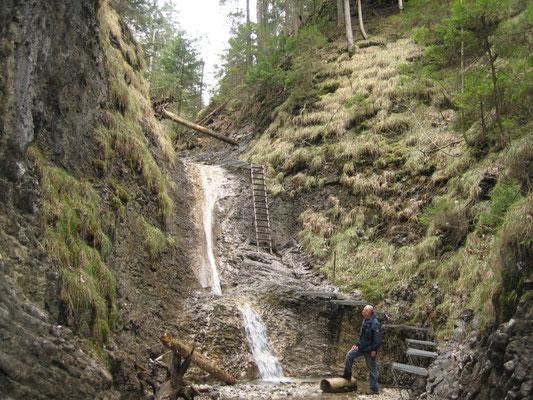 noch ein Wasserfall, an dem es vorbeigeht