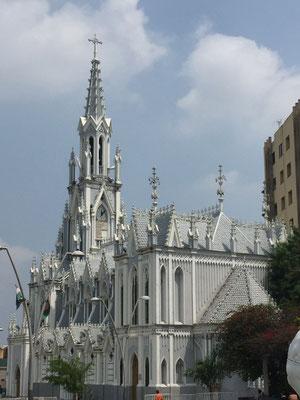 Igelsia La Ermita (hier wohnt ein wundertätiges Bild des Herrn (Jesus) des Zuckerrohrs). Beim Wiederaufbau der einem Erdbeben zerstörten Kirche nahm man sich das Ulmer Münster zum Vorbild (nur viel kleiner).