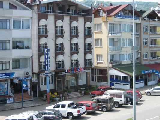 """Unsere Bleibe in Persembe: Hotel Dedeevi (""""Großvaterhaus"""")"""
