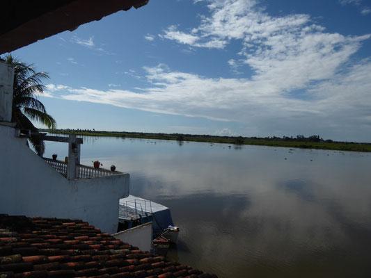 Blick aus unserem Zimmer auf den Fluss