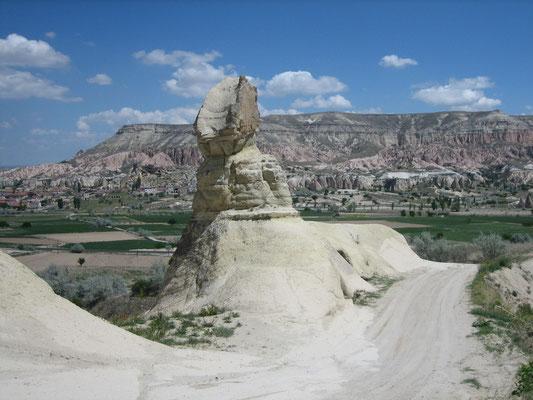 Sphinx am Wegesrand