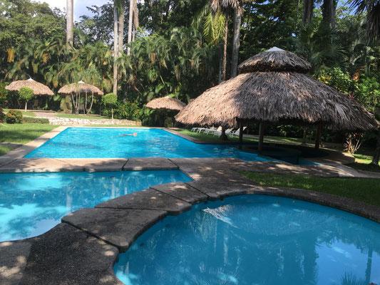 Entspannung im Hotel-Pool