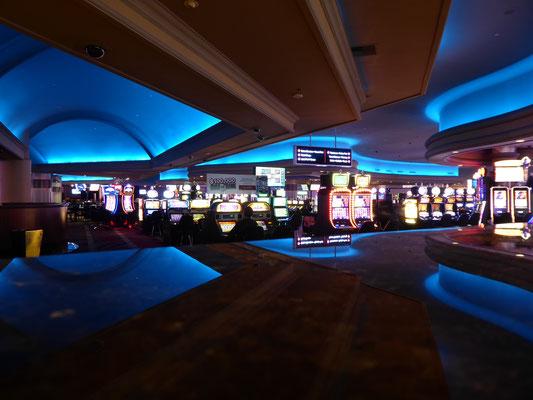 Schon in der Halle wird man von Myriaden von Spielautomaten überwältigt