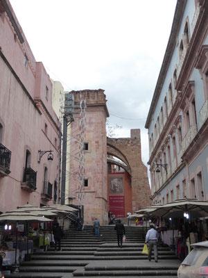 Blick auf den zur Galerie umgewidmeten Templo de San Agustín